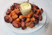 Λουκάνικα μοσχαρίσια και φρανκφούρτης με μουσταρδομαγιονέζα