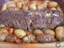 Ρολό κιμά γεμιστό με πατάτες baby και καρότα