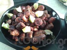 Τηγανιά με λουκάνικα, μπριζόλα χοιρινή και λάιμ