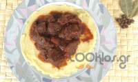 Μοσχαράκι ανατολίτικο με πουρέ πατάτας